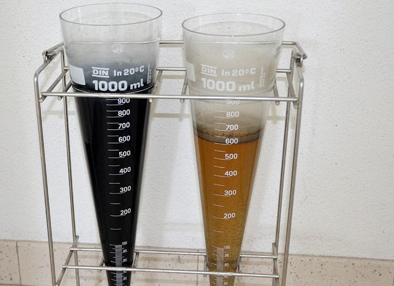 Abwasser vom Färben, vor und nach der Reinigung