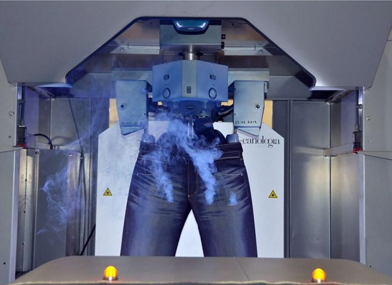 Used-Look für JOKER Jeans wird mit Laser erzeugt